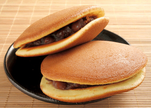 Dorayaki is a popular and best Japanese snack in Japan for souvenirs. It should be eaten as fast as possible because it expires quickly.