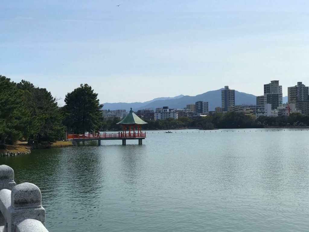 Ohori Park is a big park in the city of Fukuoka. This place is for everyone who wants to take a break from the bustle of the city.